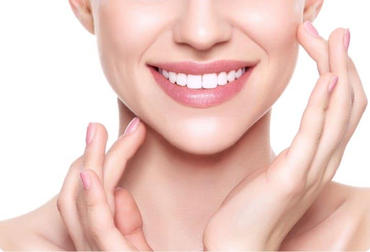前歯の色や形を整えるラミネートべニア