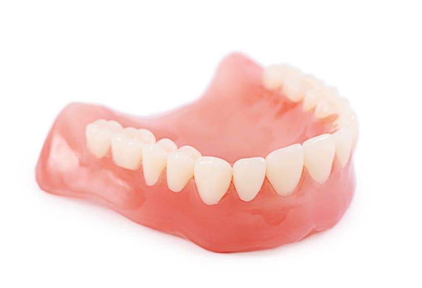 保険適用で経済的なプラスチック製総入れ歯